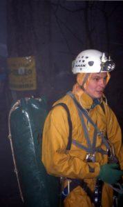 Константин Зверев у пещеры Заблудших 2003 г.