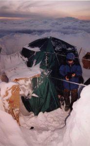 Лагерь у пещеры Напра