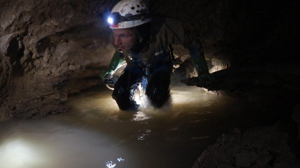 Обводненные меандры в пещере Верёвкина